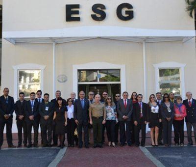 ESG recebe visita do CEPE da ADESG/MG