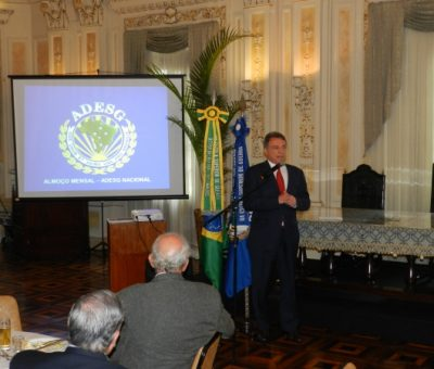 Pré-candidato à presidência da República, senador Álvaro Dias palestra para filiados à Adesg