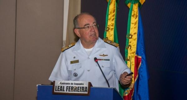 Comandante da Marinha apresenta a Força aos Estagiários da ESG-Brasília